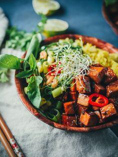 Inkivääritofua ja kurkumariisiä (V, GF) – Viimeistä murua myöten Tofu Marinade, Camembert Cheese, Vegetarian Recipes, Dairy, Food And Drink, Ethnic Recipes, Marinated Tofu, Vegetable Dip Recipes
