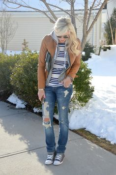 Casual cute comfy fall spring outfit…brown leather jacket, ripped skinnies, converse, stripes, relaxed weekend look.love the hair Fall Winter Outfits, Autumn Winter Fashion, Summer Outfits, Mode Outfits, Casual Outfits, Estilo Street, Streetwear, Mode Jeans, Mein Style