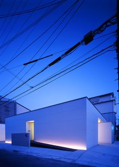 How a little bit of well designed lighting completely changes a built form: Hidamari-no-ie / NRM-Architects Office Minimalist Architecture, Japanese Architecture, Facade Architecture, Beautiful Architecture, Contemporary Architecture, Installation Architecture, Facade Lighting, Exterior Lighting, Architectural Lighting Design