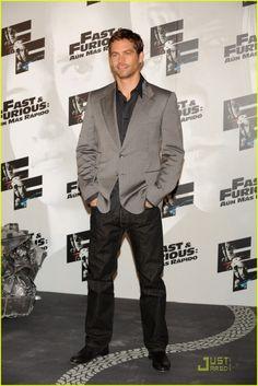 Paul Walker Suit | Paul Walker red carpet moment ( Fast & Furious )