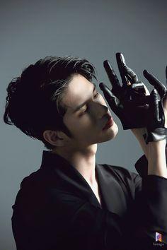 Human Poses Reference, Pose Reference Photo, Fotografia Social, Ong Seung Woo, K Wallpaper, Dynamic Poses, Art Poses, Action Poses, Beautiful Boys