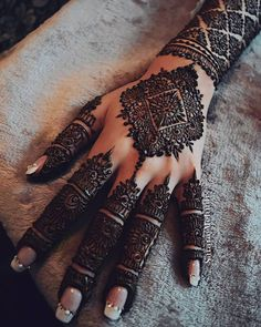 Mehndi is something that every girl want. Arabic mehndi design is another beautiful mehndi design. We will show Arabic Mehndi Designs. Dulhan Mehndi Designs, Mehndi Designs Finger, Wedding Henna Designs, Henna Hand Designs, Modern Mehndi Designs, Mehndi Design Pictures, Mehndi Designs For Fingers, Beautiful Henna Designs, Arabic Mehndi Designs