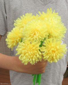 Easy Yarn Flowers by Brendid