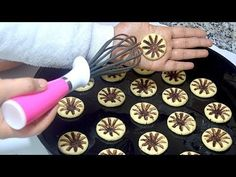 10 Minuets : The newest version of the flour cookie Passion Cookie Recipe Practical Cooking Recipes . No Flour Cookies, Cake Cookies, Cookie Recipes, Snack Recipes, Dessert Recipes, Pastries Recipes, One Egg Recipe, Apple Desserts, Food Decoration