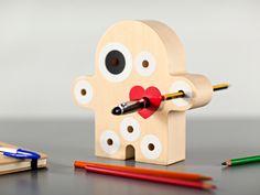 Accessorio da scrivania e idea regalo in legno dal design originale e ironico
