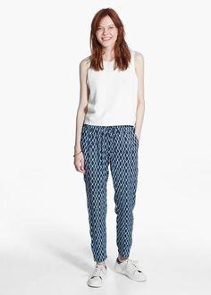 Más allá del blanco y el denim, pantalones para animar tus looks de verano