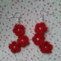 Boucles d'oreille percées fleurs rouges au crochet : Boucles d'oreille par mes-crochets-et-aiguilles-en-vadrouille