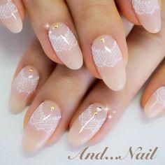 hand-drawn lace nails. bridalnail