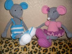 Just 2 really cute, him-n-her, big-footed mice, no pattern, no site.