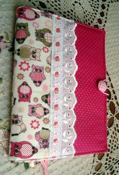 capas para livros em tecido de tricoline, estruturada com manta r2. medidas:22/33, ja descontado a margem da costura do acabamento lateral.
