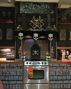 Charming Halloween Decoration Ideas For Your Kitchen. Here are the Halloween Decoration Ideas For Your Kitchen. This article about Halloween Decoration Ideas For Your Kitchen was posted  Spooky Halloween, Halloween Mono, Fete Halloween, Scary Halloween Decorations, Spirit Halloween, Holidays Halloween, Halloween Themes, Vintage Halloween, Halloween Crafts