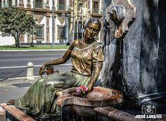 Monumento a la mujer cordobesa en la plaza de Colón de Córdoba
