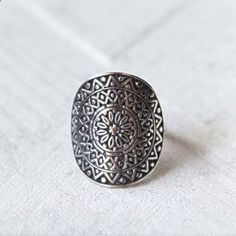 Mandala Ring, gravé anneau, Bague en argent sterling, Boho Ring, Gypsy solide Statement Ring Sterling, Personalized Ring, bague à la main