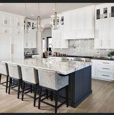 White Kitchen Cabinets, Kitchen Cabinet Design, Kitchen Tiles, Kitchen Flooring, Kitchen Countertops, Kitchen Interior, New Kitchen, Kitchen Decor, Shaker Cabinets