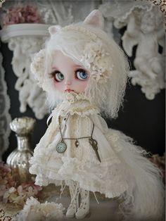 White cat - custom blythe by Milk Tea