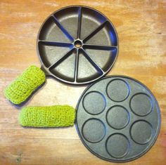 This is a PDF pattern of Crocheted Cookware Handle Covers in Two Sizes (short and long).  Fits Cast Iron handles as well as other cookware