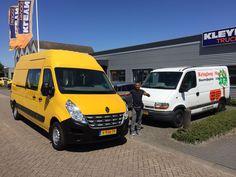 Meneer Toopuny runt sinds enkele jaren de kringloopwinkel in Moerdijk. Om zijn klanten nog beter tot dienst te kunnen zijn, mochten wij een grotere en nieuwere bus aan hem leveren. We wensen u veel veilige kilometers met deze opvallende Renault Master!