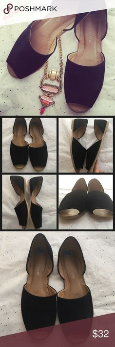 ✨Franco Sarto Leather Venezia Flats/Peep-toe✨ Preloved like new conditions, minor signs of wear. Let her upper material in black color. Super cute to dress up any casual outfit. Flexible sole. ‼️Bundle & Save ‼️ Franco Sarto Shoes Sandals