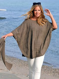 Examine our good selection of females' vest along with puffer jacket, down top, quilted jacket. Poncho Shawl, Knitted Poncho, Casual Skirt Outfits, Vest Outfits, Quilted Jacket, Ladies Dress Design, Crochet Clothes, Knit Crochet, Clothes For Women