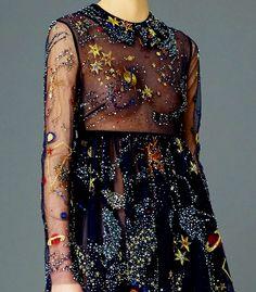 Valentino's Pre-Fall 2015 Collection Elegant, space Dresses-inspired clothes designed by Maria Grazia Chiuri and Pierpaolo Piccioli via Vogue, Fashionista, Bustle Haute Couture Style, Couture Details, Fashion Details, Fashion Design, Space Fashion, Fashion Week, Runway Fashion, High Fashion, Looks Style
