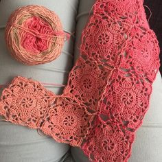 Working on the rustic lace granny square #schachenmayrtahiti