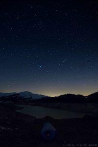 Ciel étoilé au-dessus du Lac de Roselend (Beaufortain) - Bivouac, nuit à la belle étoile avec la sac de couchage de Phantom Torch 3° Mountain Hardwear © L'Oeil d'Édouard