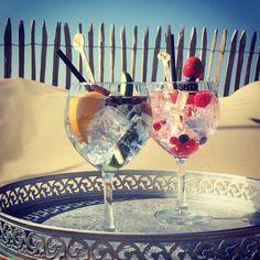 Pepper Beachclub Zandvoort  #beach #beachclub #zandvoort #pepper_beachclub #strandtent #restaurant #trouwlocatie #trouwen #strand #cocktails #cocktailbar #pepperbeachclub #boho #bohemian #strandpaviljoen #sunbeds #flowers #sun #gintonic #gin #bar #pillows #balinese #umbrella #parasol #interior