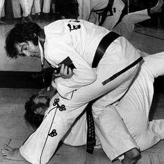 Karate' Elvis takes down Red