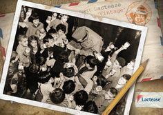 In questa #foto del 1942 un sergente americano distribuisce #latte a dei bambini dopo lo sbarco in  #Algeria avvenuto nel contesto dell' #OperazioneTorch, condotta dal generale #Eisenhower durante la seconda guerra mondiale. #LacteaseVintage