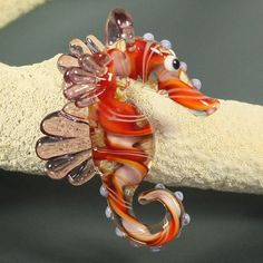 Lampwork Glass Lavender Seahorse Pendant Focal Bead by Laetitia Erby Fused Glass, Glass Beads, Blown Glass, Diana, Marble Art, Handmade Beads, How To Make Beads, Glass Ornaments, Bead Art