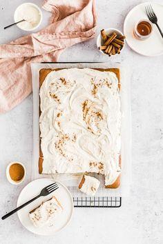 Pumpkin Spice Sheet Cake with Maple-Bourbon Cream Cheese Frosting | #pumpkinspicesheetcake #sheetcake #fallbaking #falldesserts #pumpkin #creamcheesefrosting #pumpkinrecipes