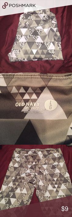 Old Navy active wear leggings Unique triangle print, very comfy and flexible when working out. No damages  looks brand new! SIZE LARGE  Fast shipper: same or next day shipping guaranteed. Willing to do price adjustments! Old Navy Pants Leggings