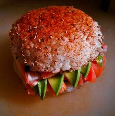 This offering from Venezuela combines traditional sushi ingredients with a unique and colorful presentation. Sushi Burger, Burger Meat, Tofu Recipes, Cooking Recipes, Yummy Asian Food, Asian Foods, Sushi Ingredients, Sushi Night, Sushi Love