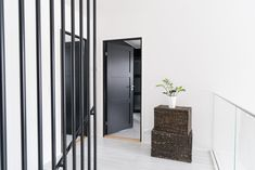 Black is the new white - også for dører Divider, Villa, Doors, Unique, Interior, Furniture, Black, Home Decor, Beige