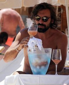 No Pirlo no party Andrea Pirlo, Ibiza, Soccer Guys, Soccer Players, Chelsea Football, Chelsea Fc, Football Icon, Sports Merchandise, Like Fine Wine
