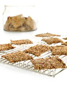 Hjemmelaget knekkebrød Bread Recipes, Baking Recipes, Cookie Recipes, Vegan Vegetarian, Vegetarian Recipes, Homemade Crackers, Second Breakfast, Rolled Oats, Bread Rolls