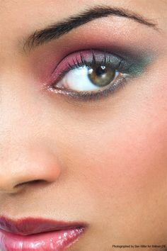 Whoever did these eyes is a true artist! Refinery29 brings the COLORFUL PINK GLITTER 2 look to life. #sephoracollection #sephora #eyeshadow @Refinery29