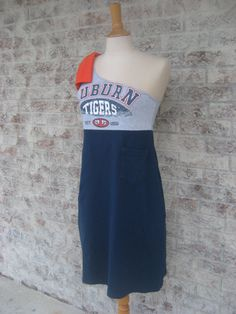 Cute!  I have some older Auburn t-shirts that would make adorable dresses like this!