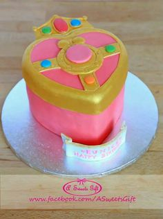 Sailor Moon Mirror Case Fondant Cake www.facebook.com/ASweetsGift Sailor Moon Birthday, Sailor Moon Party, 1 Tier Cake, Tiered Cakes, Sailor Moon Cakes, Zelda Cake, Moon Food, Anime Cake, Cupcake Cakes