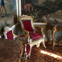 French Interiors, World Of Interiors, House Interiors, Beautiful Interiors, Royal Palace, French Style, Castles, Mansions, Chair