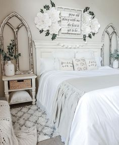 35 Amazingly Pretty Shabby Chic Bedroom Design and Decor Ideas - The Trending House Bedroom Makeover, Home Bedroom, Shabby Chic Bedroom, Home Decor, Stylish Bedroom, Stylish Bedroom Design, Farmhouse Bedroom Decor, Remodel Bedroom, Master Bedrooms Decor