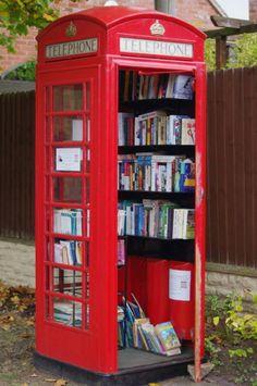 Biblioteca publica en una cabina de Londres!!! Esto seguro que lo ja inventado Mr.Bean!!! #england @Lucía Cámara Cerracín