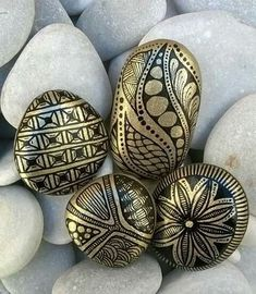 Gold paint pen on black rocks; This could work! Gold paint pen on black rocks; This could work! Stone Art Painting, Dot Art Painting, Rock Painting Designs, Pebble Painting, Pebble Art, Paint Designs, Mandala Painted Rocks, Painted Rocks Craft, Mandala Rocks