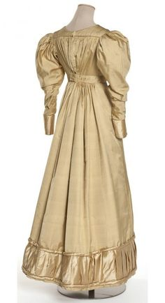 Robe, France, vers 1822