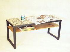 A Manivela – taula centre_ pixel B/N. Mesa de centro con baldosa hidraulica, hierro y madera. #pixels #baldosa #hidraulica #amanivela