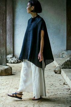 Blouse and Trousers Made of Linen Chambray Jurgen Lehl for Babaghuri May, 2016 Photograph by Yuriko Takagi Fashion Games, Fashion Outfits, Womens Fashion, Look Fashion, Fashion Design, Fashion 2020, Linen Dresses, Mode Inspiration, Blouse Designs