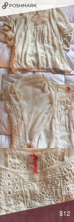 """🌿 Free People Blouse 🌿 In good used condition - no noticeable flaws. Size M but I wear as a S/CS for a more flowy fit. The body is sheer, but thick enough where you can just wear a nude bra underneath. From shoulder to hem is about 23"""". Sorry, no trades. ❗️ Closet closing - last day to buy June 19 ❗️ Free People Tops Blouses"""