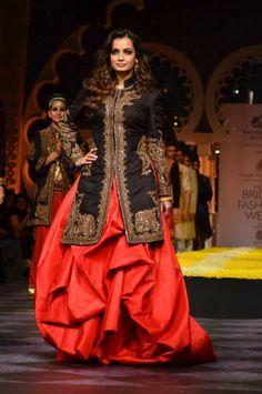 Dia Mirza walks for Raghavendra Rathore at IBFW - India Bridal Fashion Week in Mumbai http://www.filmicafe.co/event_photos/Glitz_&_Glamour/Fashion_&_Style/3499_Dia_Mirza_walks_for_Raghavendra_Rathore_at_IBFW___India_Bridal_Fashion_Week_in_Mumbai