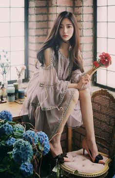so beautiful korean women Fashion Models, Girl Fashion, Fashion Outfits, 70s Fashion, Mode Kpop, Beautiful Asian Women, Korean Women, Looks Style, Asian Style