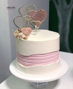 The new amazing tread in cakes is these fault line cake also known as torn buttercream cakes. Quick simply it is a buttercream cake with cracked or exposed Sweet Cakes, Cute Cakes, Pretty Cakes, Beautiful Cakes, Creative Wedding Cakes, Creative Cakes, Cake Disney, Fruit Birthday Cake, Fresh Cake
